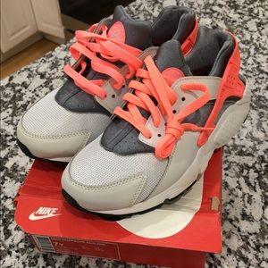 Nike Shoes - Nike Huarache Run ‼️BRAND NEW‼️